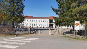 Utajärven koulu toukokuussa 2018.
