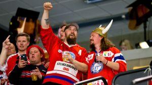 Norjan kannattajia kuvassa