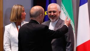 Federica Mogherini, Ranskan Eurooppa- ja ulkoministeri Jean-Yves Le Drian ja Iranin ulkoministeri Javad Zarif Brysselissä.