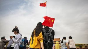 Nuoria pareja Tiananmenin aukiolla.
