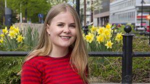 Hilla Valtola kirjoitti ylioppilaaksi Kuopion klassillisesta lukiosta.