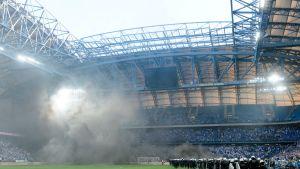 Mellakkapoliisia tarvittiin Lech Poznanin viimeisessä kotipelissä, jossa Puolan mestaruus ratkesi Legia Varsovalle.