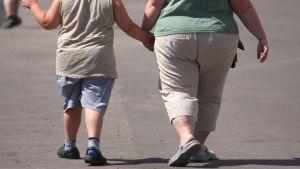 lihava lapsi ja äiti