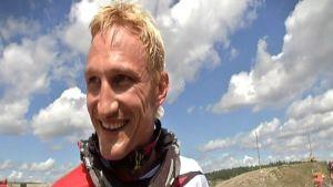 Sami Hyypiä motocross-kisassa.