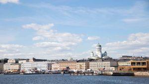 Helsinki Suomenlinnan lautalta kuvattuna toukokuussa 2018.