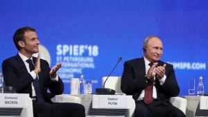 Ranskan ja Venäjän presidentit Pietarissa 25. toukokuuta.