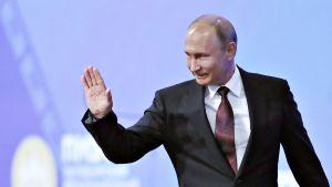 Venäjän presidentti Vladimir Putin kommentoi jatkohalujaan Pietarin talousfoorumissa.