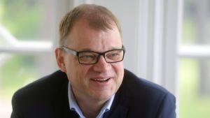Pääministeri Juha Sipilä haastattelutunnilla.