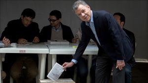 Kolumbian nykyinen presidentti ja Nobel-palkinnolla rauhansopimuksesta palkittu Juan Manuel Santos kävi äänestämässä.