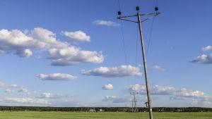 sähkölinja lakeuksilla