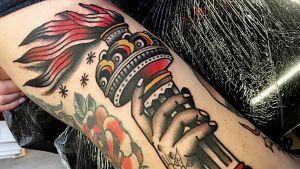 Yksityiskohta tatuoinnista.