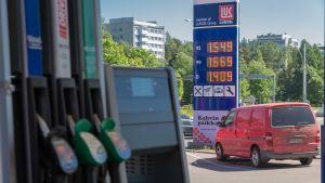 Huoltoasema Helsingin Munkkivuoressa.