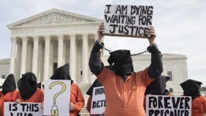 Guantanamo Bayn vankileirin vastainen mielenosoitus Washingtonissa.