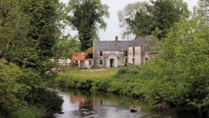 Ränsistyvä maalaistalo kuvattuna Irlannin ja Pohjois-Irlannin rajalla sijaitsevassa Cullavillessä 27. toukokuuta.