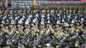 Pohjois-Korean uutistoimisto KCNA:n välittämä kuva sotilasparaatista Pjongjangissa 9. helmikuuta.