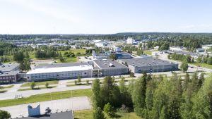 Ilmakuva Kajaanista teollisuusalueelta.
