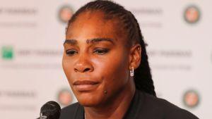 Serena Williams luovutti.