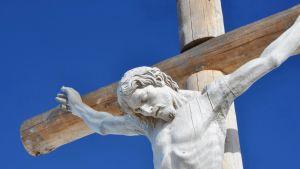 Ristiinnaulitun kuva Val Gardenassa Pohjois-Italiassa.