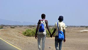 Afrikasta tulleita siirtolaisia Adenin lähellä Jemenissä.