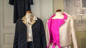 naisten vaatteita mallinuken päällä