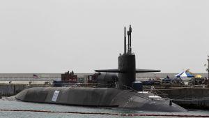 Yhdysvaltalainen ydinsukellusvene USS Michigan kuvattuna Etelä-Koreassa.