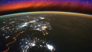 Maapallon ilmakehä kuvattuna kansainväliseltä avaruusasemalta.