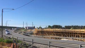 Koveron risteyksen tienrakennustyöt Lapualla valmistuvat syksyllä 2018. Koveron kohdalla risteävät vilkasliikenteinen valtatie 19 ja paikallistiet.