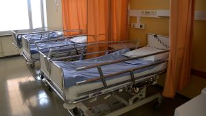Tyhjä vuodeosasto Pohjois-Kymen sairaalassa Kouvolassa.