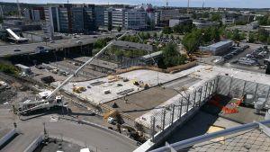 Tyksin T3-sairaala rakennetaan järeän betonikannen päälle.