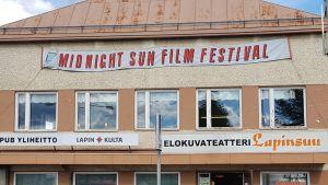 Elokuvateatteri Lapinsuu Sodankylän Elokuvajuhlien aikaan.