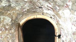 Olavinlinnan bastionin tornin ikkunaluukku