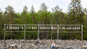 Ympäristötaideteos Ranuan eläinpuistossa.