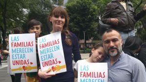 Yhdysvaltalainen äiti Jennifer Joyce ja meksikolainen isä Gilberto García vaativat perheiden pitämistä yhdessä lastensa 9-vuotiaan Mateon ja 7-vuotiaan Olivian kanssa.