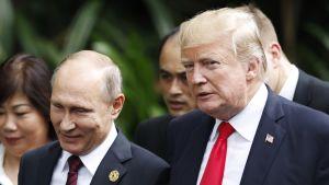 Vladimir Putin ja Donald Trump Vietnamissa marraskuussa 2017.