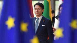 Giuseppe Conte ja EU-lippuja