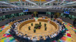 Lähes 30 EU-maan johtajat kokoontuivat Brysseliin.