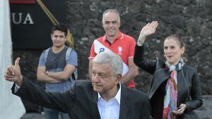 Vasemmistolainen Andrés Manuel López Obrador sai yli puolet äänistä Meksikon presidentinvaaleissa.