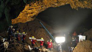 Pelastustyöntekijät työssä 1. heinäkuuta.