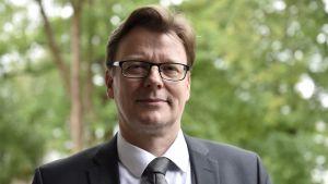 Asiantuntijatehtävissä Suomen Pankissa vuodesta 1995 työskennellyt kauppatieteen tohtori Tuomas Välimäki kuvattuna Tuusulassa tiistaina 3. heinäkuuta 2018.