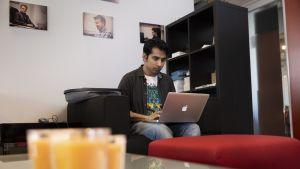 Bangladeshilainen ohjelmistokehittäjä Manzurul Haque