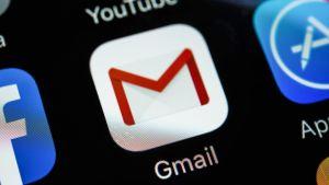 Gmail-ikoni älypuhelimen näytöllä.