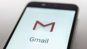 Gmail-tunnus älypuhelimen näytöllä.