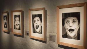 Herb Rittsin valokuvia Jack Nicholsonista Salon taidemuseon seinällä.