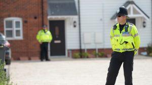 Poliseja vartiossa Amesburyssä.