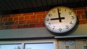 Koulu kuvitus kello