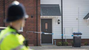 Poliisiviranomainen vartiossa Amesburyssä 5. heinäkuuta.
