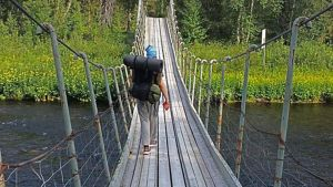 Arkistokuva. Kolsankosken vanha silta Nuorttijoella Urho Kekkosen kansallispuistossa. Silta romahti tammikuussa 2020, ja sen tilalle rakennetaan uusi syksyllä 2020.