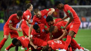 Englannin joukkue juhlii voittoaan.
