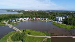 Vaasan asuntomessualue sijaitsee lähellä kaupungin keskustaa Sundominlahden rannalla.