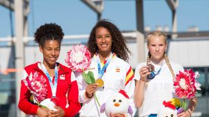 Maria Sophia Vicente Garcia (kesk.), Gaelle Maonzambi (vas.) ja Jessica Kähärä (oik.) pose on the podium during the medal ceremony of girls' triple jump of the European Youth Olympic Festival (EYOF) in Gyor, 120 kms west of Budapest, Hungary, 29 July 2017.
